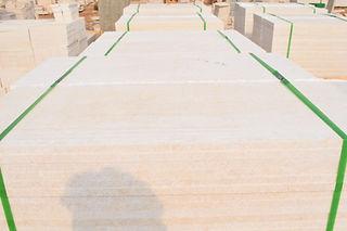 Carreaux de marbre égyptiens emballés à l'intérieur de palettes en bois | Marmo Design