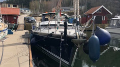 Our new custom built aluminium deck house on a Discovery 55 in place