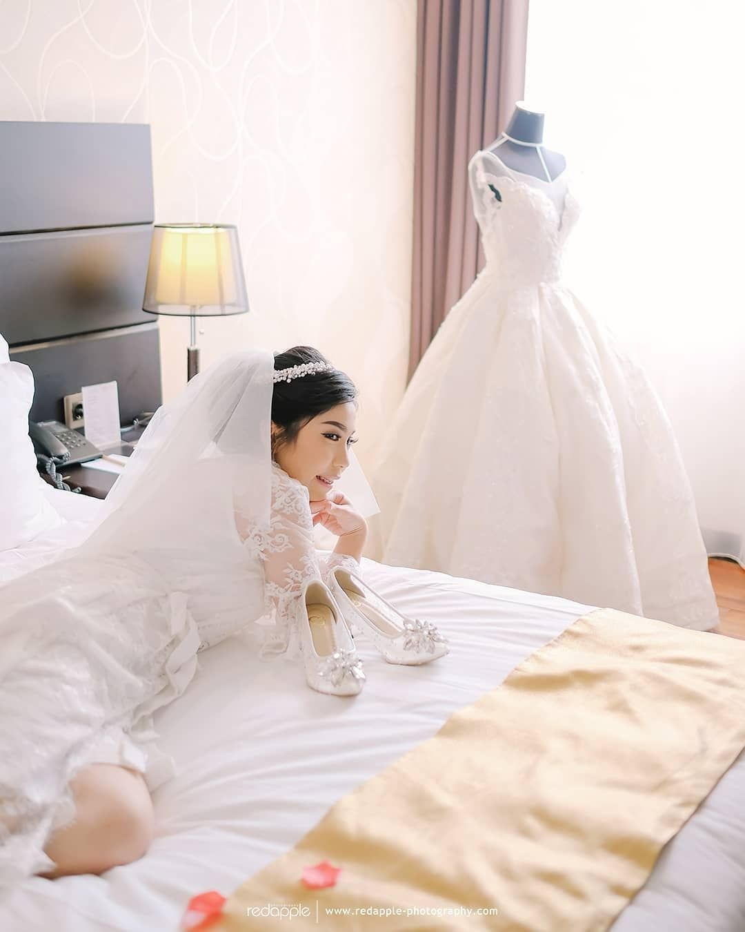 Pearl Splendour Short Robe