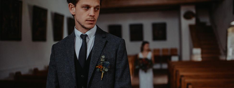 Anstecker Hochzeit - Bei uns werden zum großteil alle Anstecker mit einer Nadel beim Sakko befestigt natürlich mit einem Wiederhacken damit der Tanzfreute nichts im Wege steht