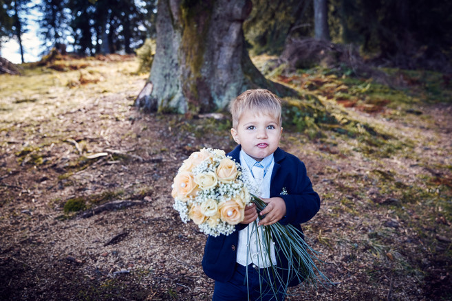 Foto - Quelle: Zopf Photography - https://www.zopf-photography.com/  - Foto von Brautpaar bekommen