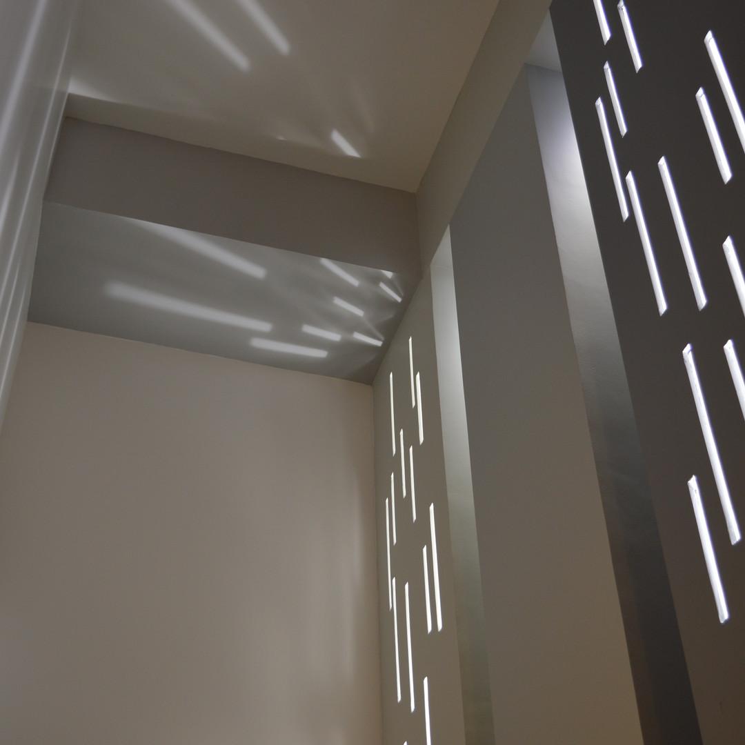 kaleidoscope lumineux dans les colonnes