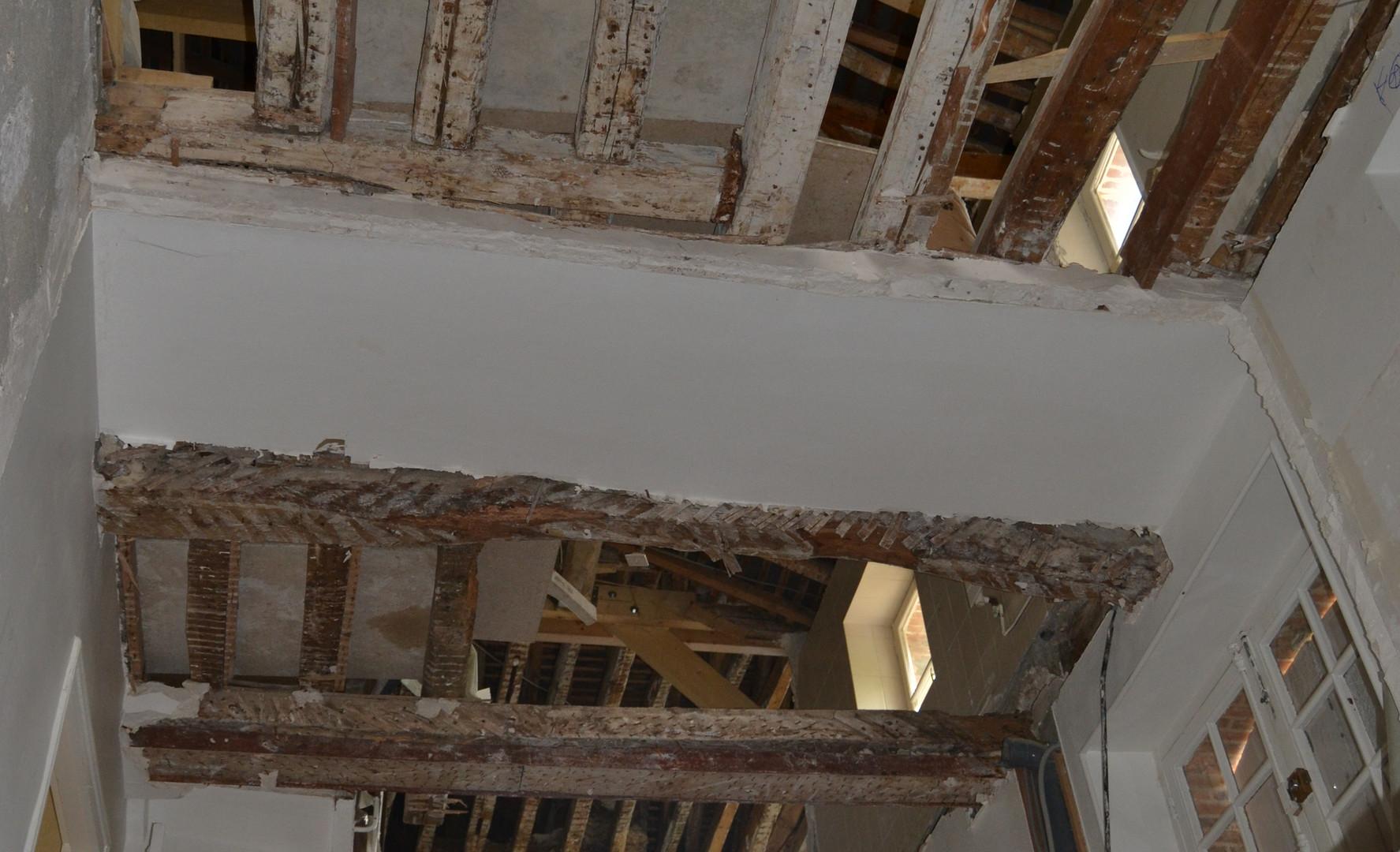 Rénovation : Dépose des planchers intermediares sur 3 niveaux