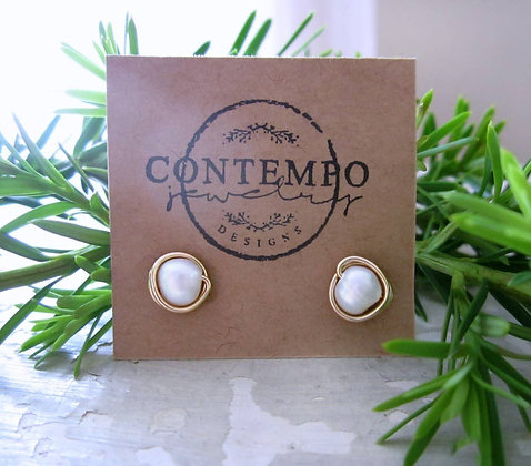 Contempo White Freshwater Pearl + Gold Stud