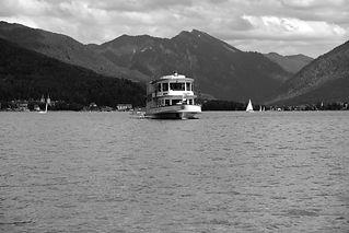 boat-5411188_1920_edited.jpg
