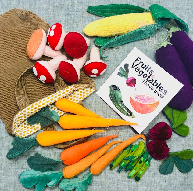 Pretend play vegetables and fabric bag with Fruits and Vegetables I have tried book