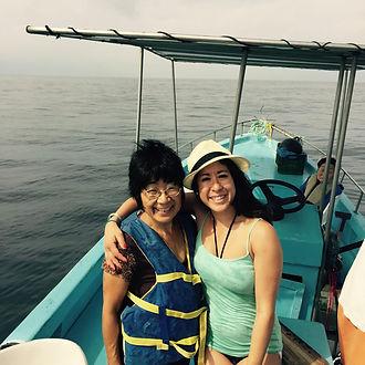 娘とひさの魚釣りボートにて(2015年).jpg