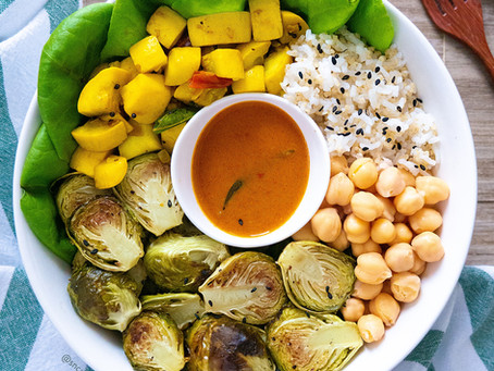 Vegetable Bowl with Spicy Curry Sauce