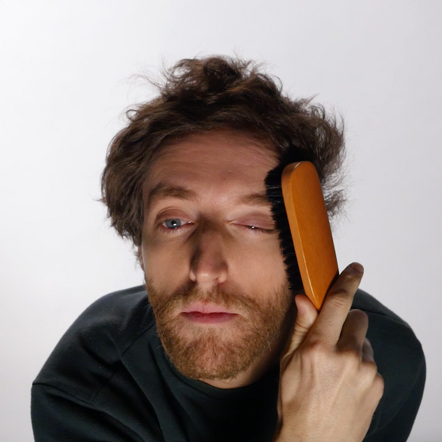 Thomas Middleditch Brushes His Hair in 1 Minute