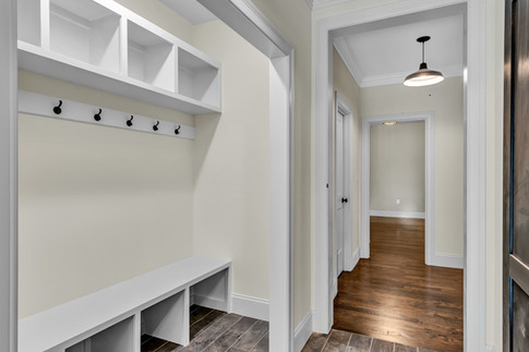 Built-in hallway outerway closet