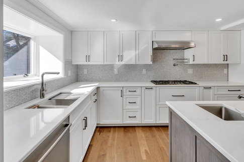 L-shaped Kitchen With Island (Corner View)
