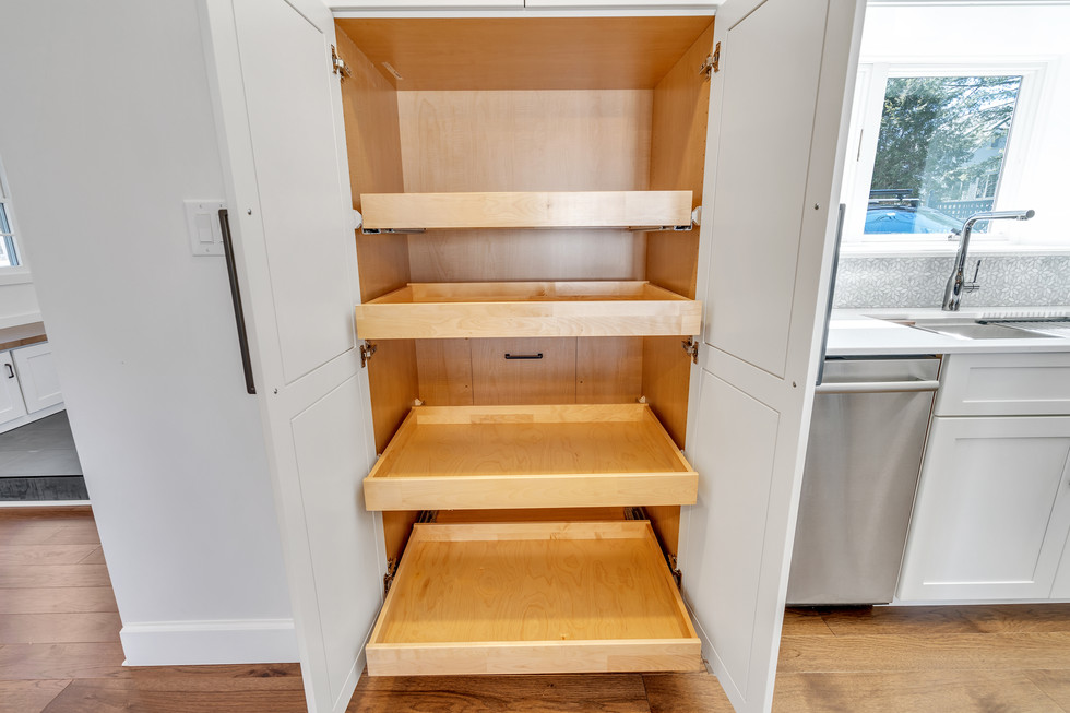 Tall Kitchen Pantry With Pullout Drawers