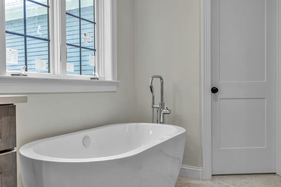 Slipper freestanding soaking tub