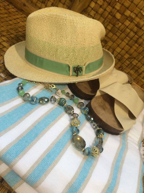 Hat, neckles and flip-flops