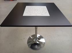 hranatý stůl