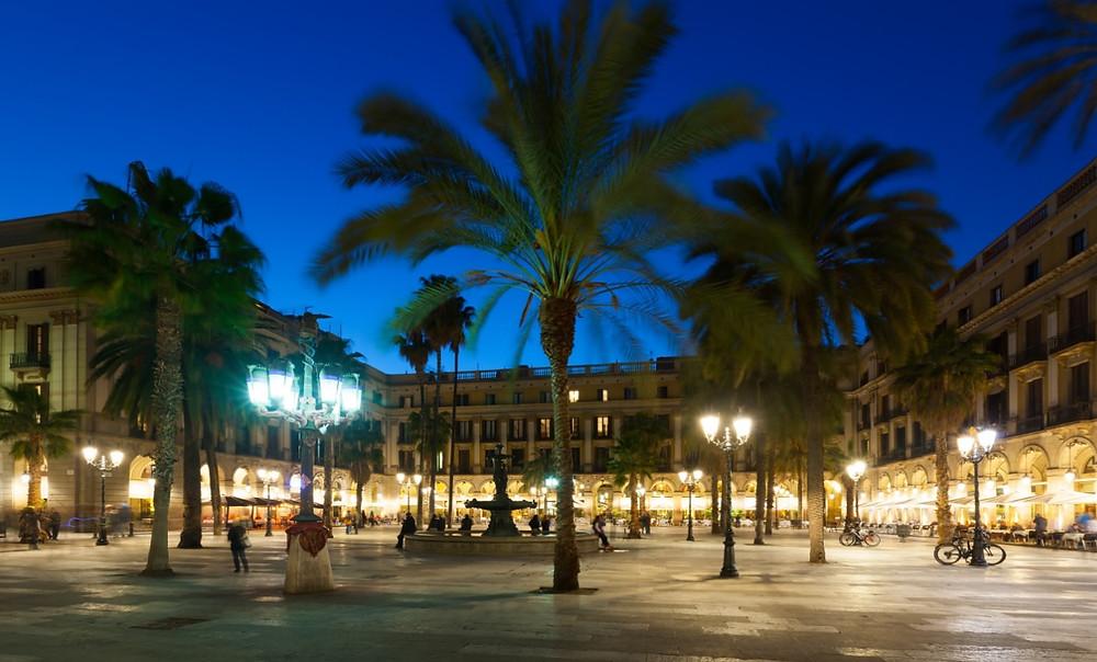 Entardecer em Barcelona, Praça Real | Foto Freepik