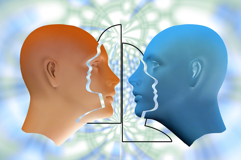 Imagem digital de duas faces em perfil | Foto Pixabay