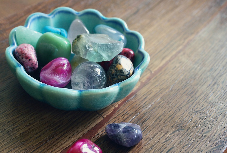 Tigela com cristais rolados | Foto Pixabay