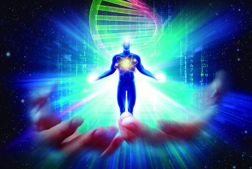 Corpo humano, DNA, átomo, luz no coração, chakra frontal e nas mãos | Foto Pixabay