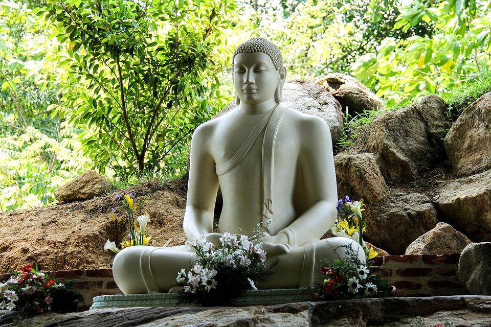 Estátua de Buda no jardim | Foto Pixabay