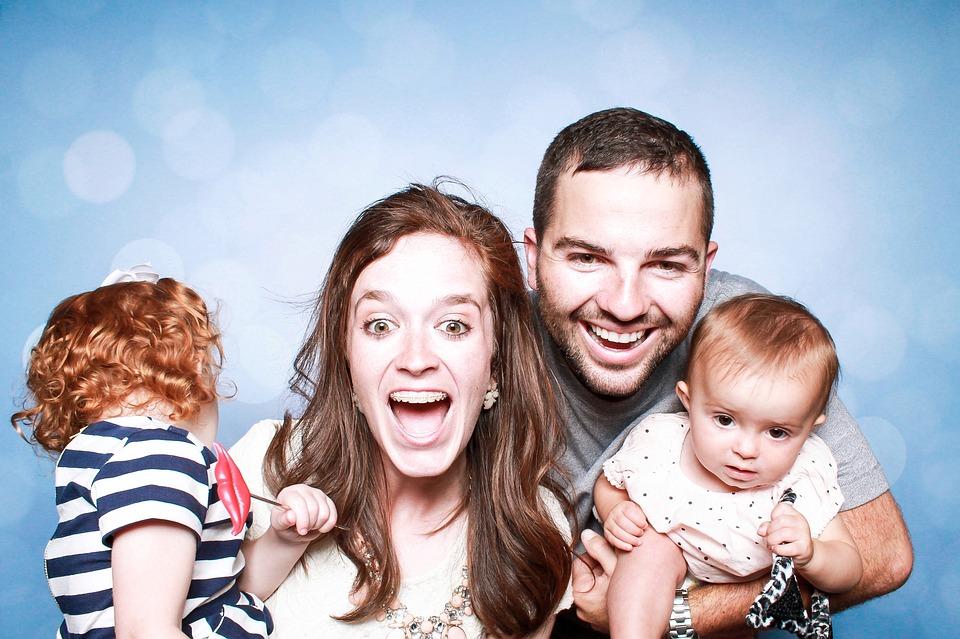 Família alegre reunida | Foto Pixabay
