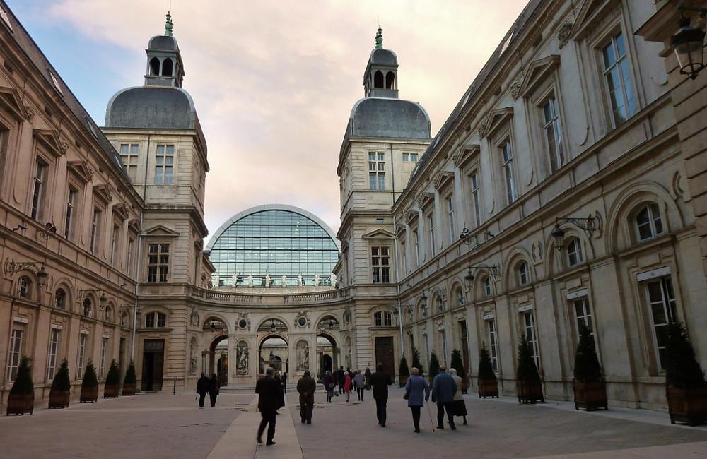 Pedestres na Prefeitura de Lyon | Foto Pixabay