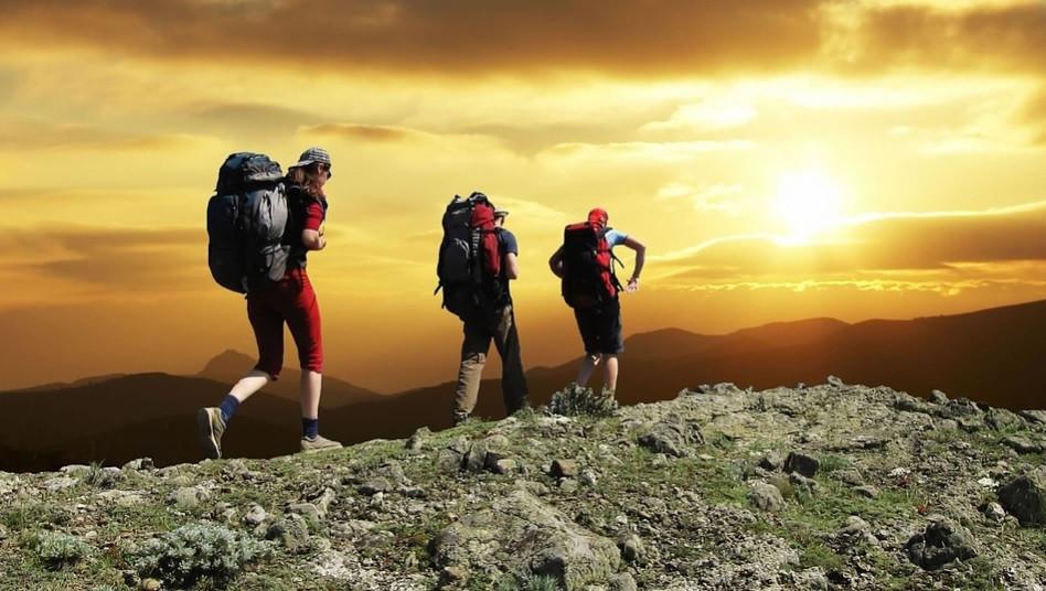 Caminhadas na natureza com mochilas para acampamento | Foto Pixabay