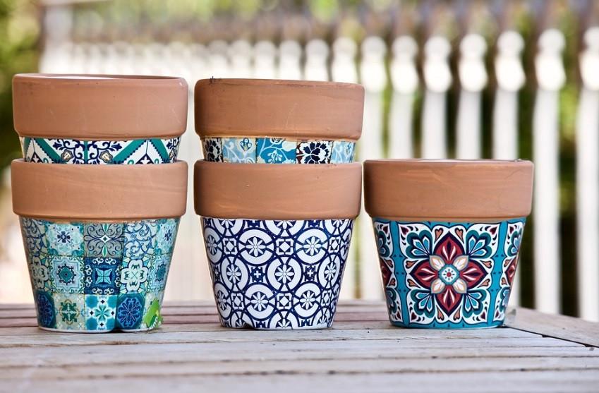 Vasos cerâmicos coloridos para plantas da horta | Foto Pixabay