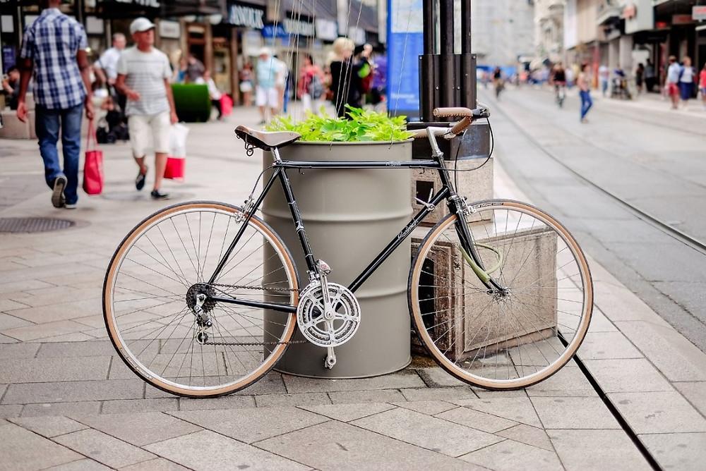 Bicicleta na calçada | Foto Pixabay