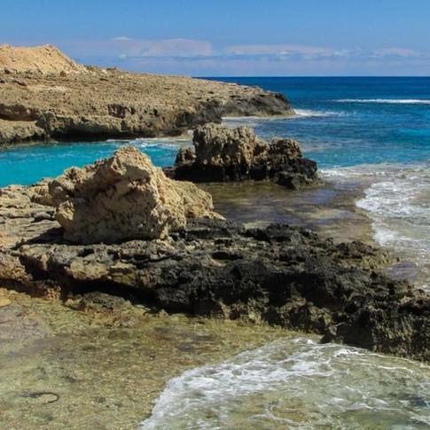 Encosta rochosa_Chipre