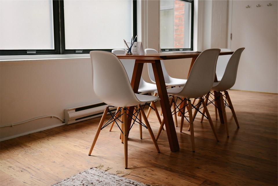 Mesa de Jantar com cadeiras   Foto Pixabay