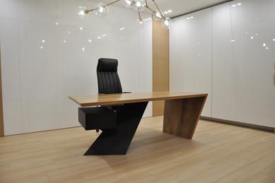 Рабочий стол из дуба