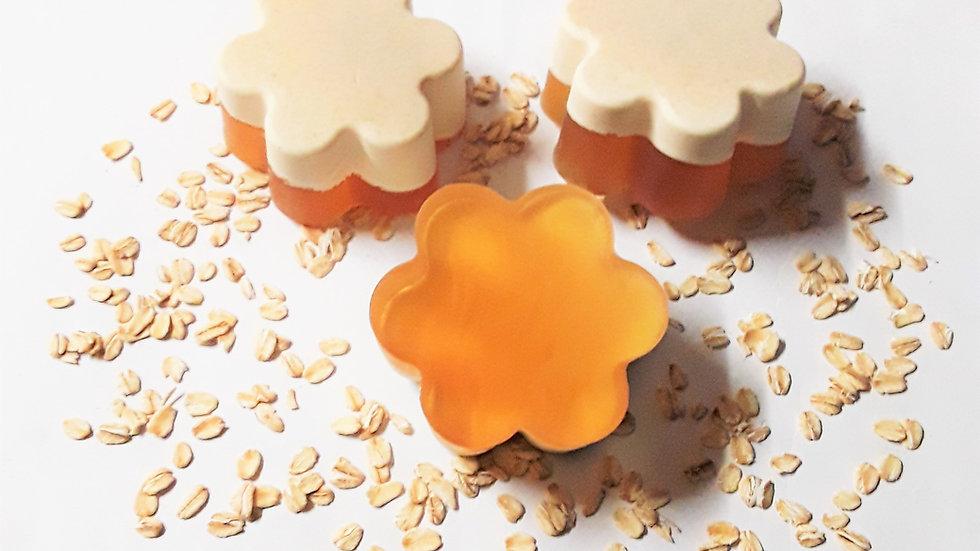 Kimmie Essential ™ Buttermilk Honey Oat Soap