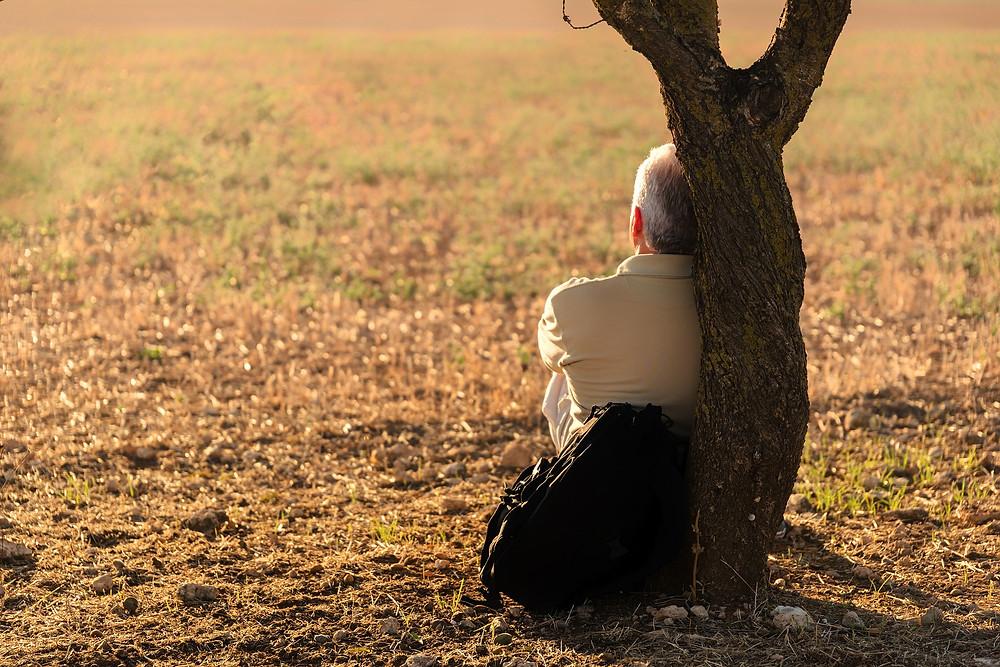 Tristeza e desânimo....faz parte de um momento...Continuar triste e desanimado...já pode ser falta de desejo de viver...
