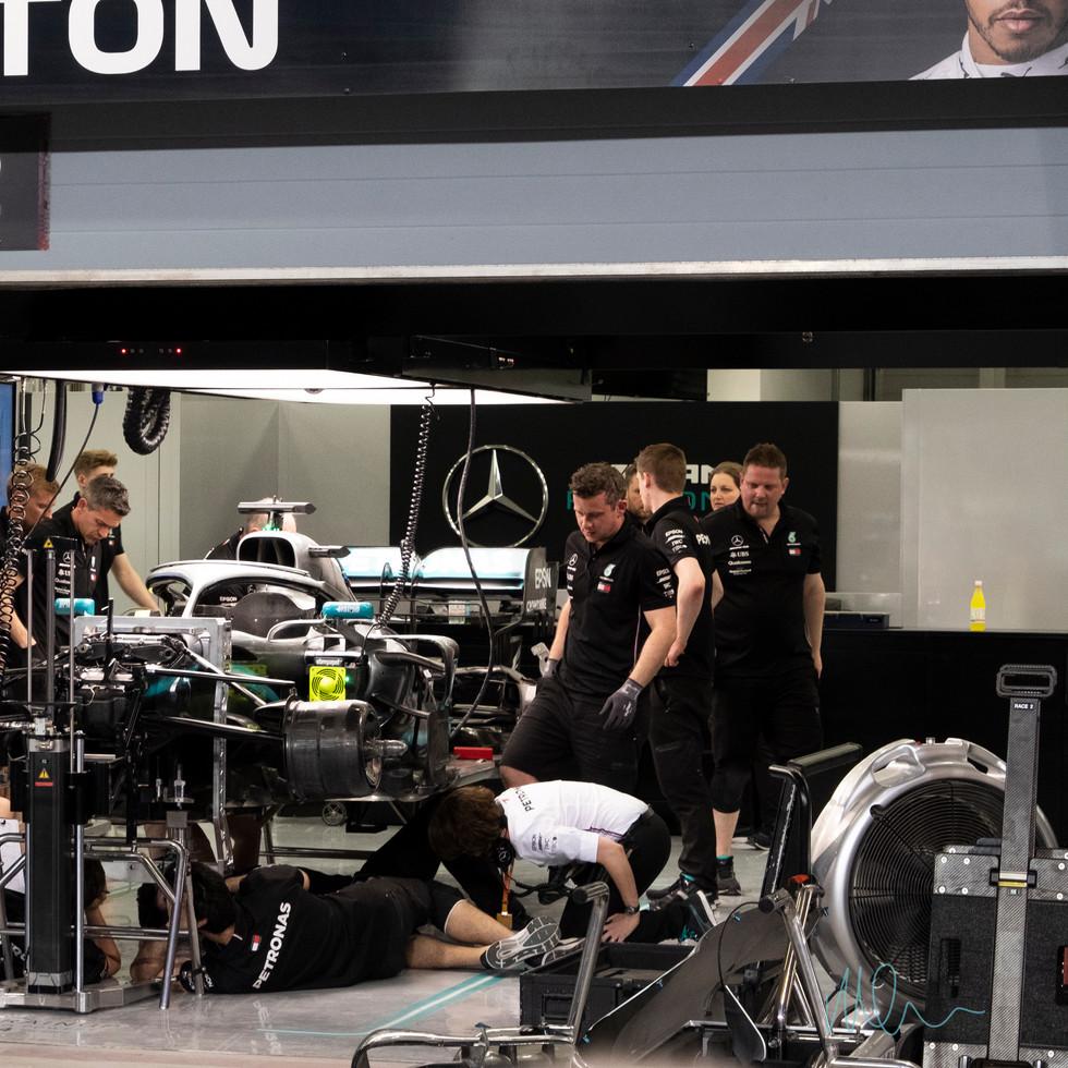 Mercedes Pit Lewis Hamilton.jpg