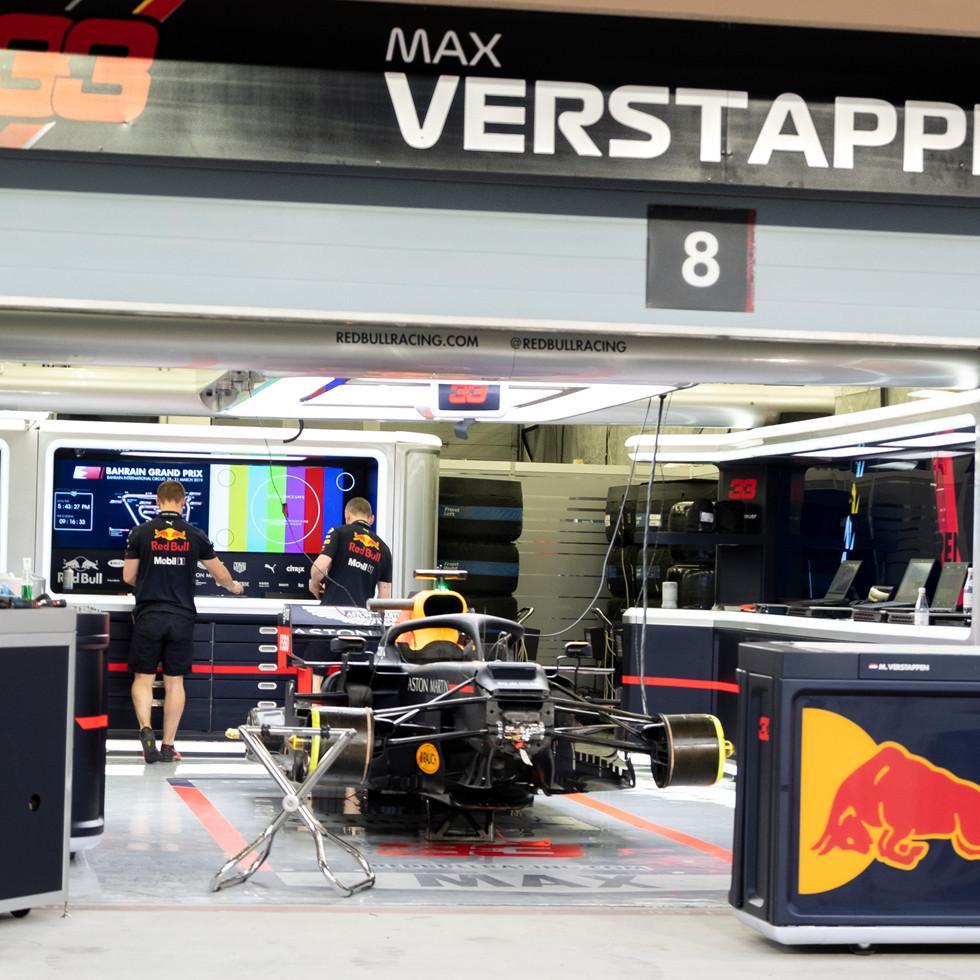 Redbull Pit Max Verstappen 3.jpg