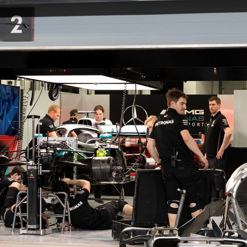 Mercedes Pit Lewis Hamilton 2.jpg