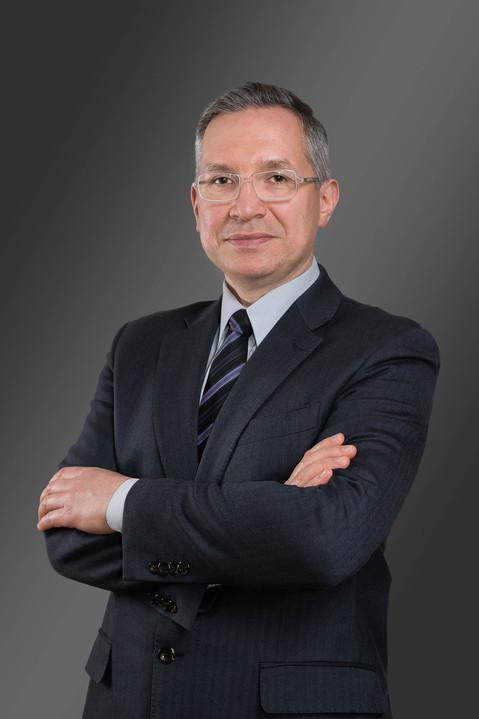 Portret biznesowy w studio, wizerunek biznesowy by Fotosceny