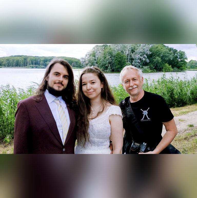 Tomasz Budzyński Fotosceny - portrait with bride and groom