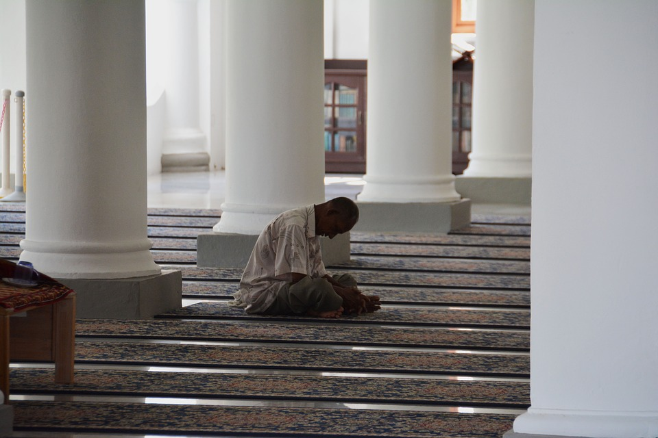 Muslim-Pray-Islamic-Mosque-Islam-Religion-Praying-1428607