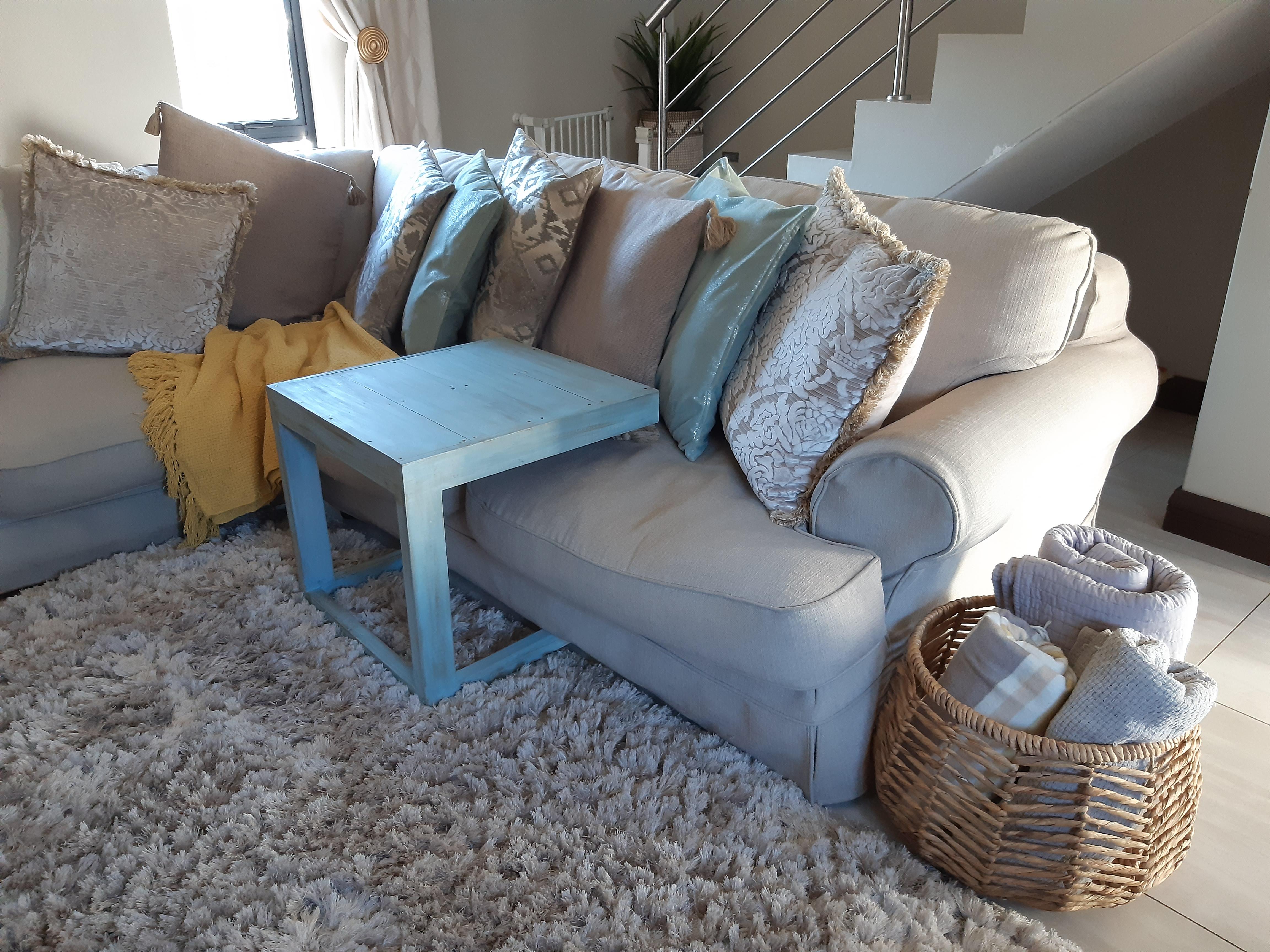 Mid-sofa Table