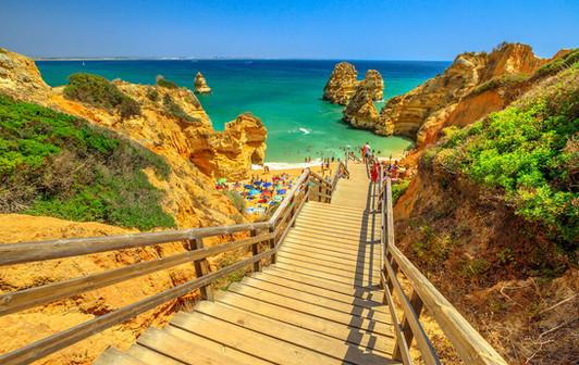 Algarve-Wooden-walkway-to-scenic-Praia-d