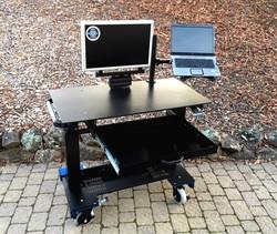 Microsoft Sit-Stand desk 2017 9