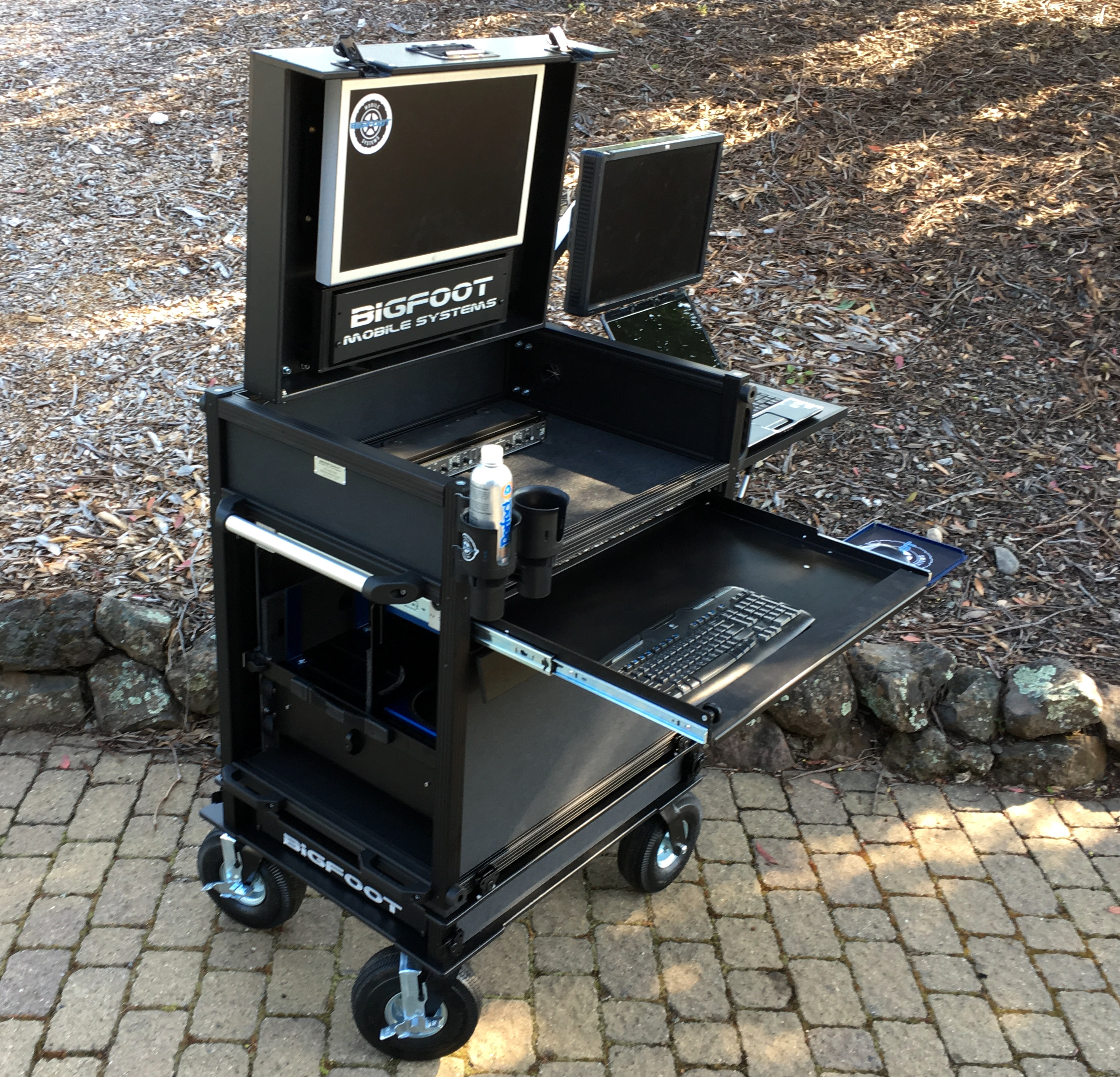Side Operator with dual C-stand mounts, MACPRO Drawer, 2RU Split-Apart base 7