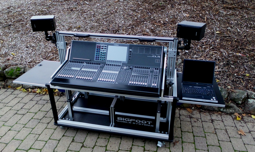 Bigfoot Yamaha  CL-5 mixer cart open with removable speaker mounts, Flip up side panels