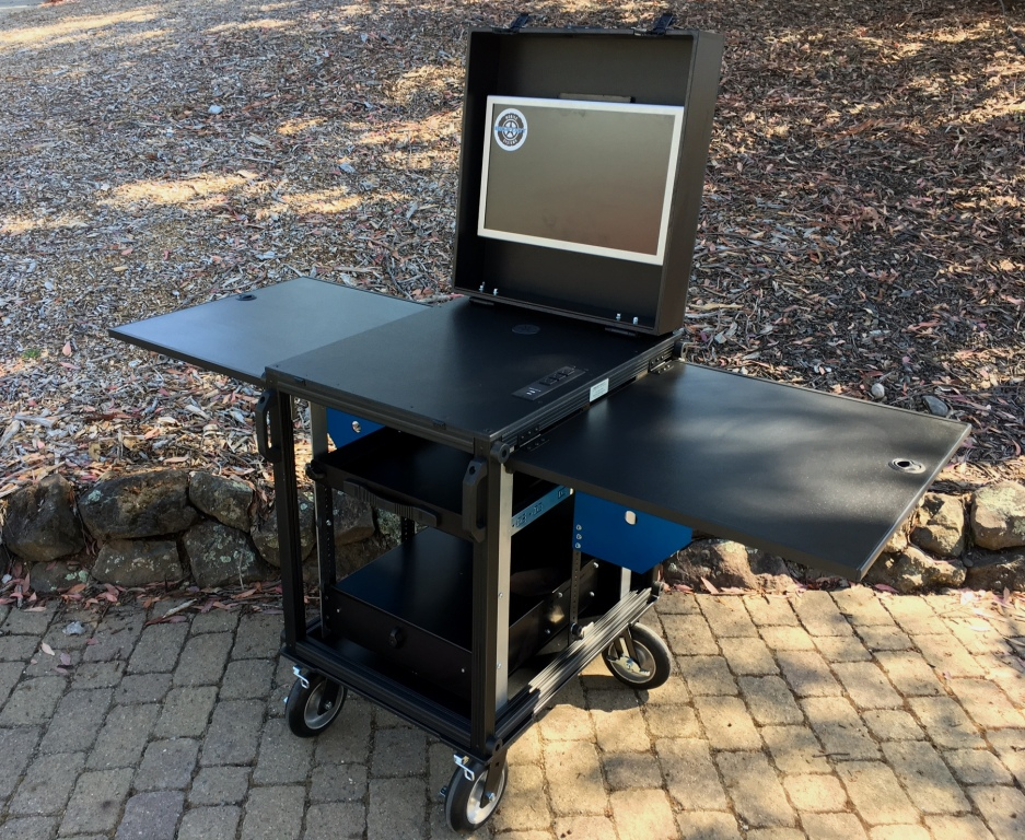 Bigfoot SingeRack audio cart open2