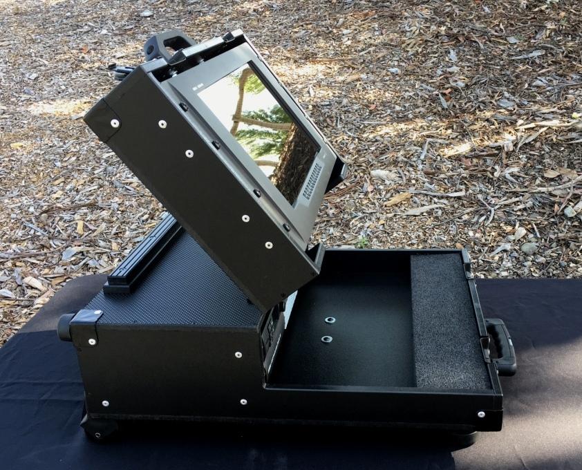 Bigfoot BM Micro Briefcase high angle adjustable monitor lid