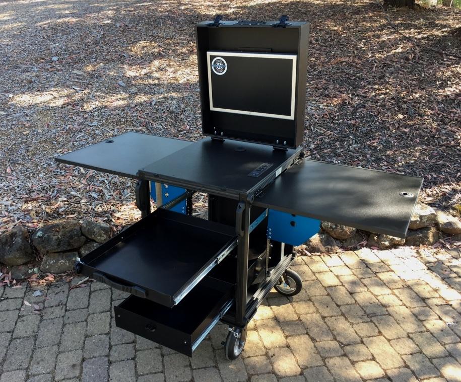 Bigfoot SingeRack audio cart open3