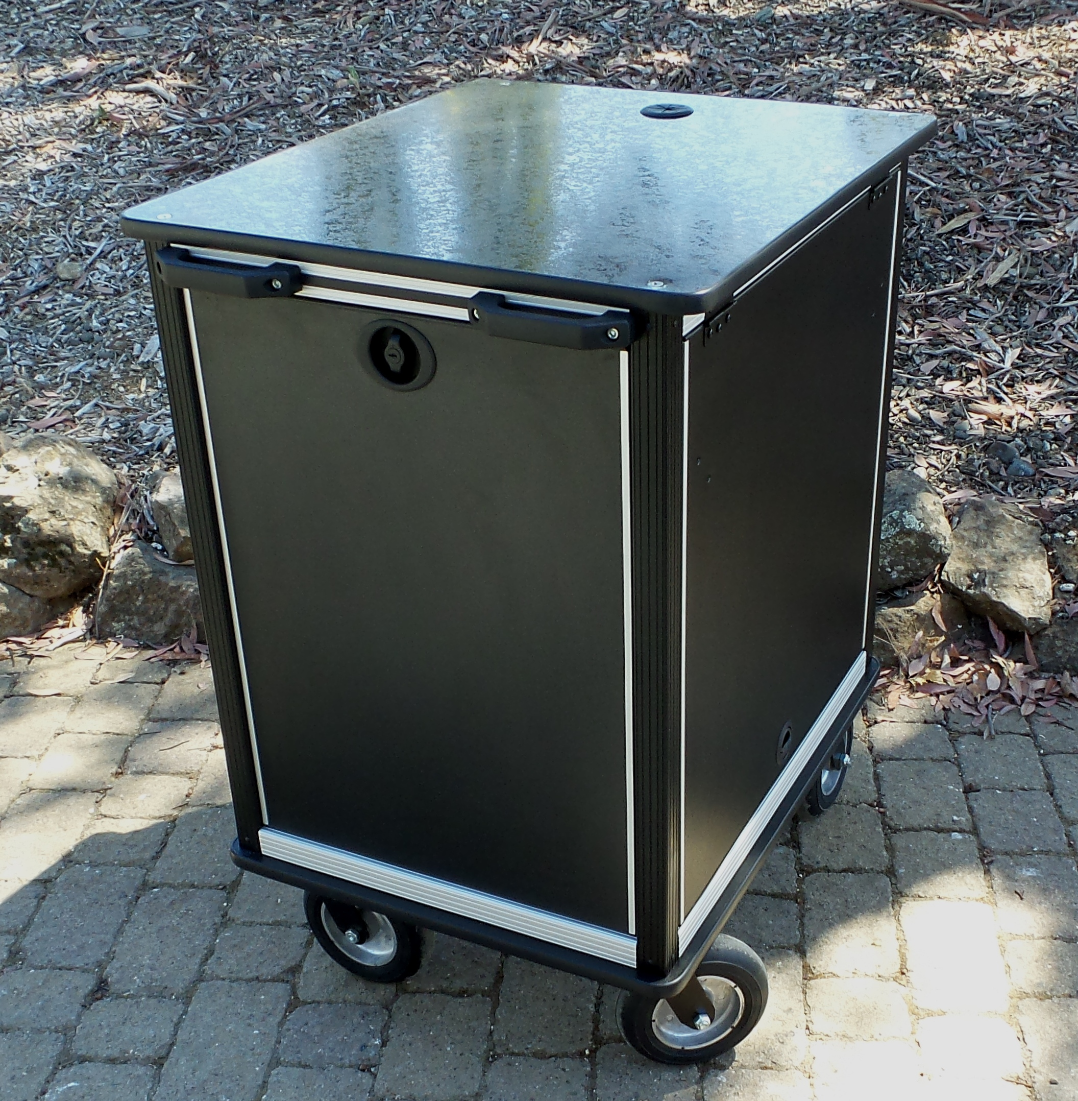 SingleRack Cart, 16RU with upgraded flush latches