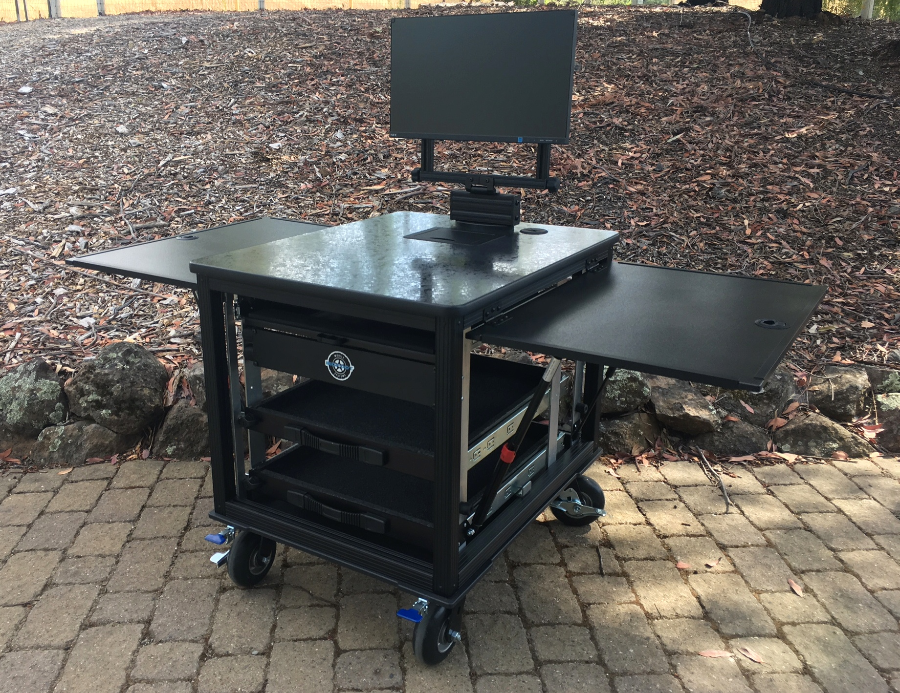 SingleRack Cart, solid top with swingup-swivel monitor mountjpg